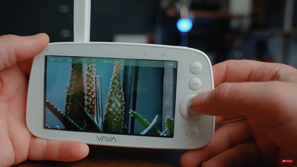 Vava Video Baby Monitor camera: controls for zooming up to four times the normal focal line