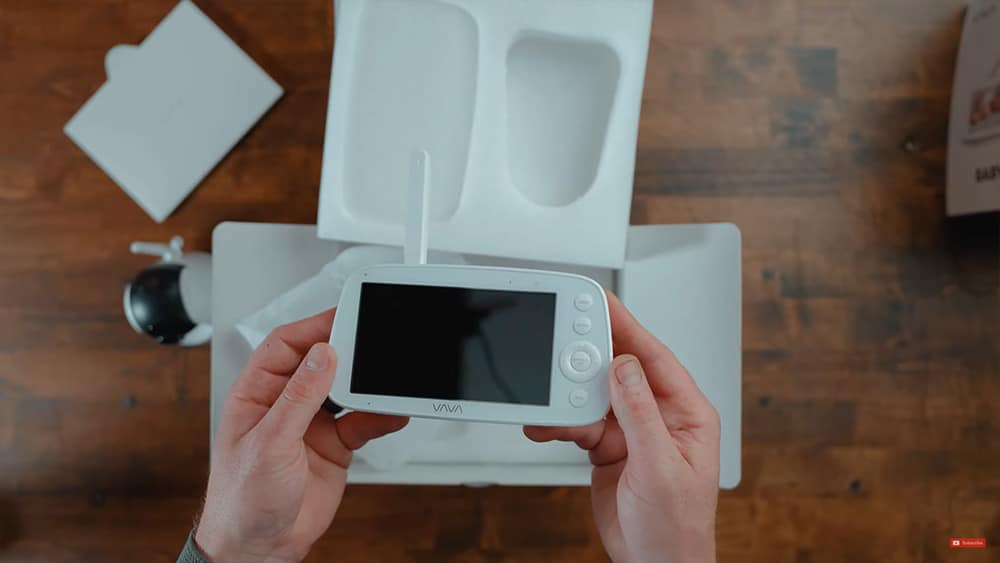 Vava Video Baby Monitor: The parent unit is relatively slim and can fit easily in your pocket