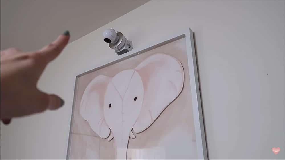 Motorola MBP50-G2: camera on mounts above the bed